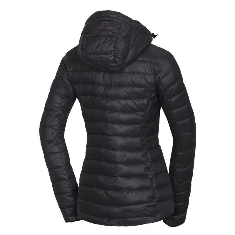 NORTHFINDER dámská bunda športová do chladného a mokrého počasí krátka RONAYA - Dámská lehká bunda značky NORTHFINDER disponuje nepropustností chmýří. Vnitřek této lehké bundy tvoří NF® tenká izolace, která vytváří příjemný hřejivý pocit. Vestavná kapuce, dekorotivní šití, kožené prvky a mnoho dalších vychytávek. Bunda má pravidelný střih s prodlouženou zadní částí pro neomezený pohyb. Bunda je ideální na volnočasové nošení do města či na procházky přírodou. Zazařte ve společnosti s bundou RONAYA.