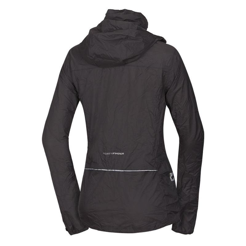 NORTHFINDER dámská bunda sbalitelná multisportovní 2-layer NORTHKIT - Univerzální bunda NORTHKIT je skutečný multitalent mezi nouzovými bundami. Sbalitelná do vlastní kapsy je připravena chránit tvůj komfort při jakékoliv sportovní aktivitě. Za soumraku, v chladném větru, při náhlém sněžení nebo při průtrži mračen, bunda vždy splní svou povinnost. Díky 2vrstvé ripstop-polyamidové membráně s vodním sloupcem 10 000 mm nabízí bunda absolutní větruodolnost a nepromokavost. Všechny švy jsou podlepené a současně materiál disponuje velmi dobrou prodyšností. Nastavitelná a tvarovaná kapuce umožňuje dobrý výhled a dá se schovat do límce. Otvory v podpaží a otvory v bederní oblasti rozšiřují možnosti odvětrávání. Stejně tak je možné bundu částečně odzipovat a spojit na hrudi pásem pro redukci nepříjemného povívání. Elastické manžety s fixací palce zamezují shrnování rukávů a spolu s nastavitelným pásem brání nežádoucímu průniku větru. Cyklista ocení nejen bezproblémový přístup do kapes trikotu přes větrací otvory na zádech, ale i bezpečnou viditelnost díky 360° reflexním prvkům. Mít u sebe nouzovou bundu NORTHKIT znamená být připraven na všechny druhy počasí. Svou praktičností tento celoroční univerzál s hmotností 250 g osloví cyklisty, běžce a turisty, ale i skialpinisty nebo běžce na lyžích. Jednoduše! Před použitím rozbal!