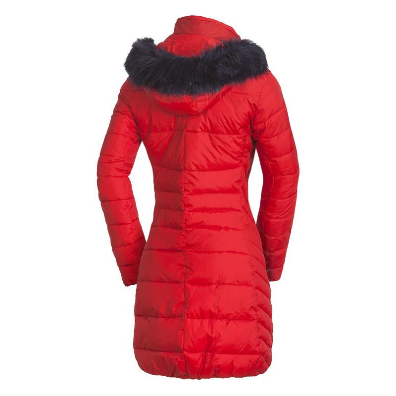 NORTHFINDER dámská bunda zateplená s kožešinou dlouhý styl extra size NIJA - Moderní kabát značky NORTHFINDER s NF® tenkou izolací a akrylovým povlakem vytváří příjemný hřejivý pocit. Je dostatečně dlouhý, takže když se pro něco ohnete, vaše záda zůstanou stále schovaná. Dominantou je odepínací kapuce s umělou kožešinou, kožené prvky či dekorativní šití. Tento model se vyrábí EXTRA SIZE, tj. je rozšířen do šířky, nikoliv do délky. Perfektní je zejména na běžné nošení, cestování nebo procházky v přírodě v zimě. Pocit zimy vás s bundou NIJA nemůže překvapit.