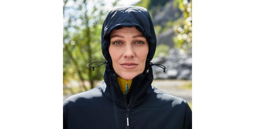 NORTHFINDER dámsky kabát zimný softshell EXTRA SIZE 3L AVICA - Štýlový dámsky softshellový outdoorový kabát značky NORTHFINDER vyniká vysokou vetruvzdornosťou. Softshellová 3 vrstvová membrána chráni vo vlhkom a veternom počasí. Strih a použité materiály umožňujú dostatočný rozsah a voľnosť pohybu. Tento model sa vyrábaEXTRA SIZE, t.z. je rozšírený do šírky, nie do dĺžky. Je vhodný najmä nadlhšie prechádzky vzimnej krajine a ochráni Vás pred chladom aj počas snehových prehánok. S bundou AVICA Vás nečakaný pocit zimy nemôže prekvapiť.